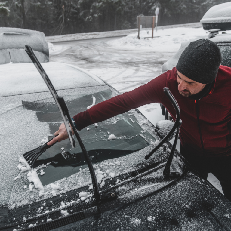 Read more about the article 7 Tips for De-Icing Your Windscreen